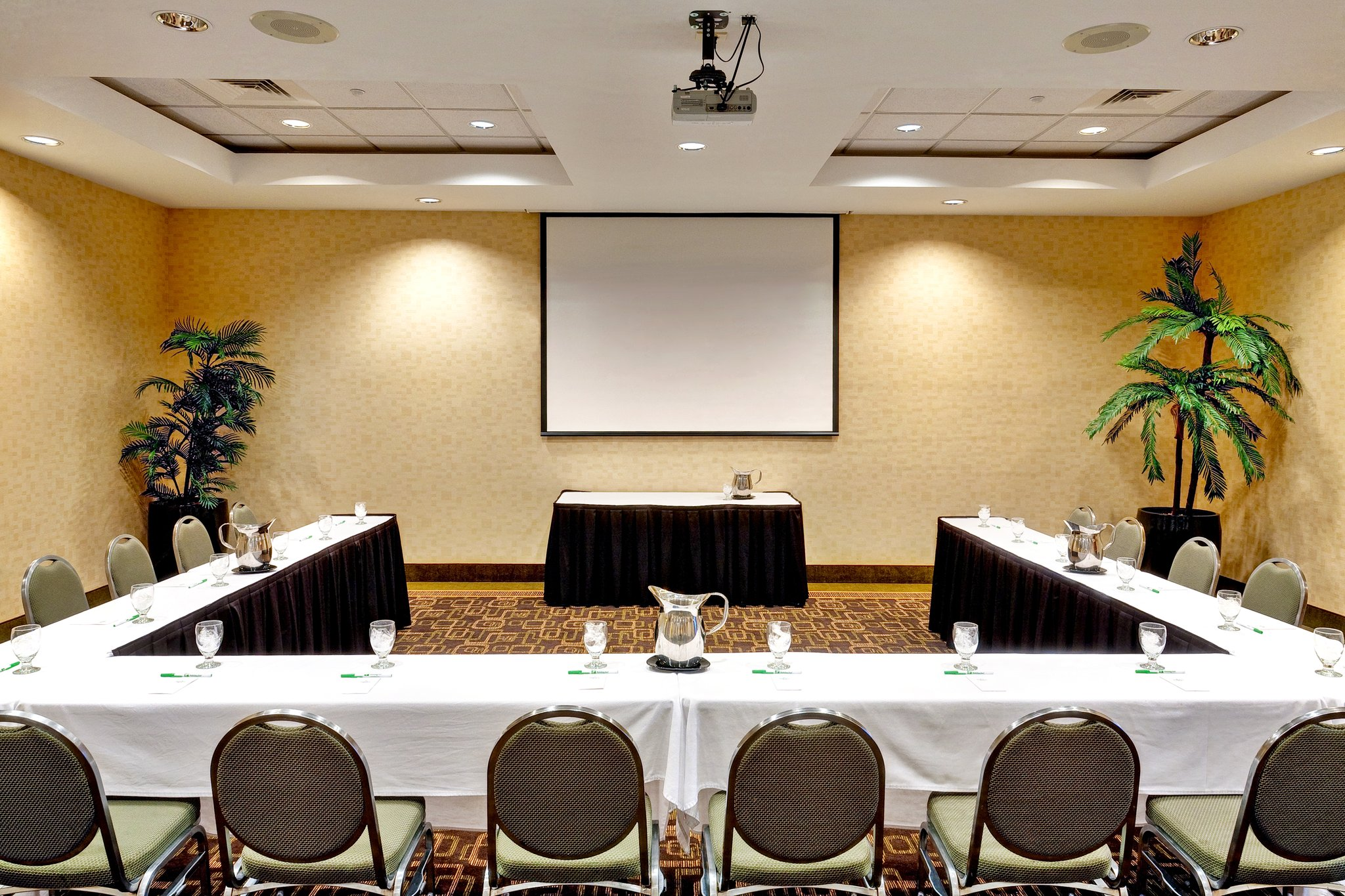 Share My Space At Holiday Inn Southaven, MS With Condition: Hotel Meeting  Room,